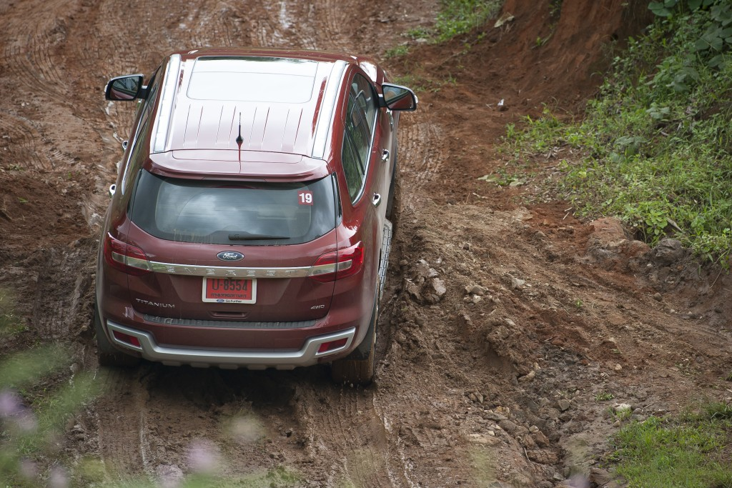 Ford Everest drive 016