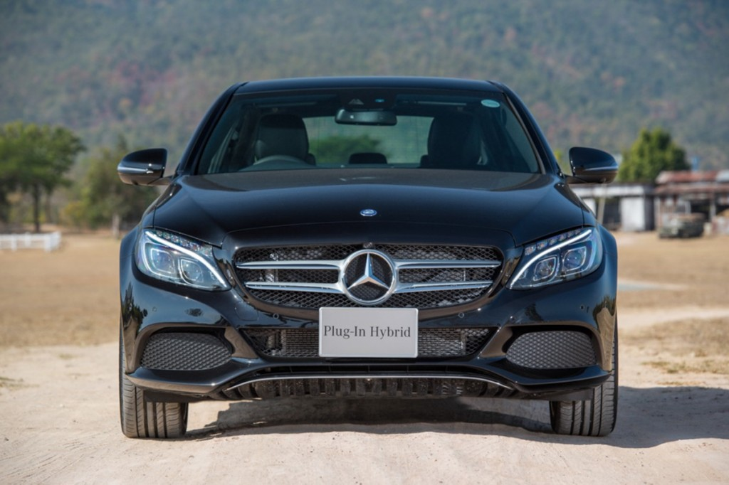 The C 350 e AMG Dynamic (Black)-3