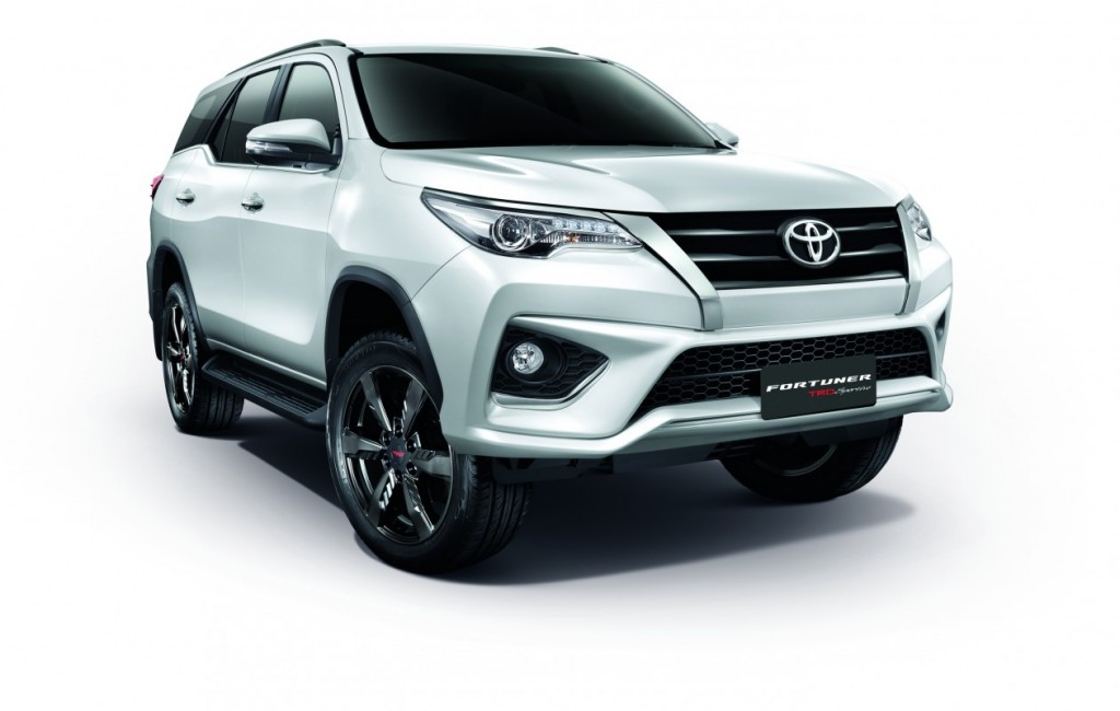 2016 Toyota Fortuner TRD Sportivo (2)