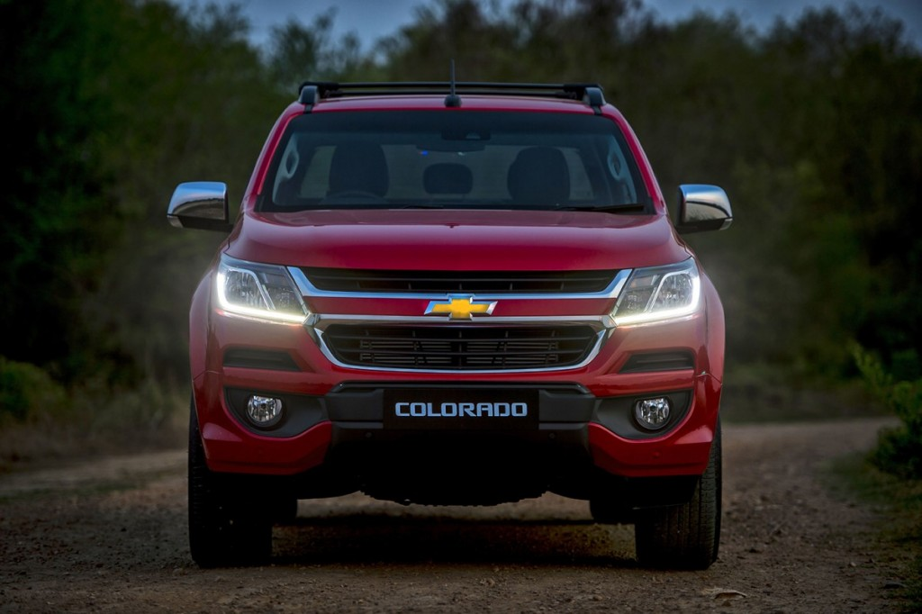 2017 Chevrolet Colorado High Country_front DRLs