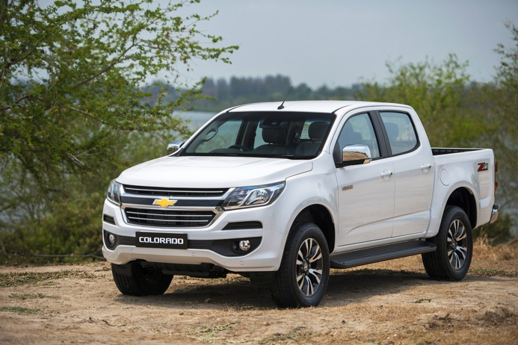 2017 Chevrolet Colorado LTZ_F3Q white