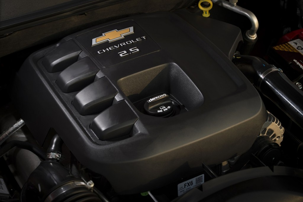 2017 Chevrolet Colorado_engine detail