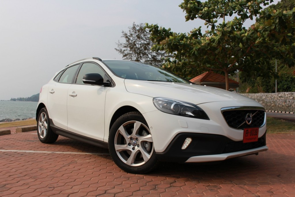 Volvo V40 Cross Country Driveautoblog (11)