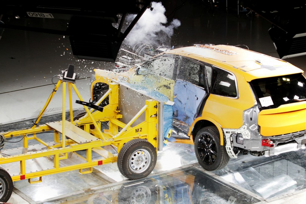 The_all_new_Volvo_XC90_side_impact_crash_test