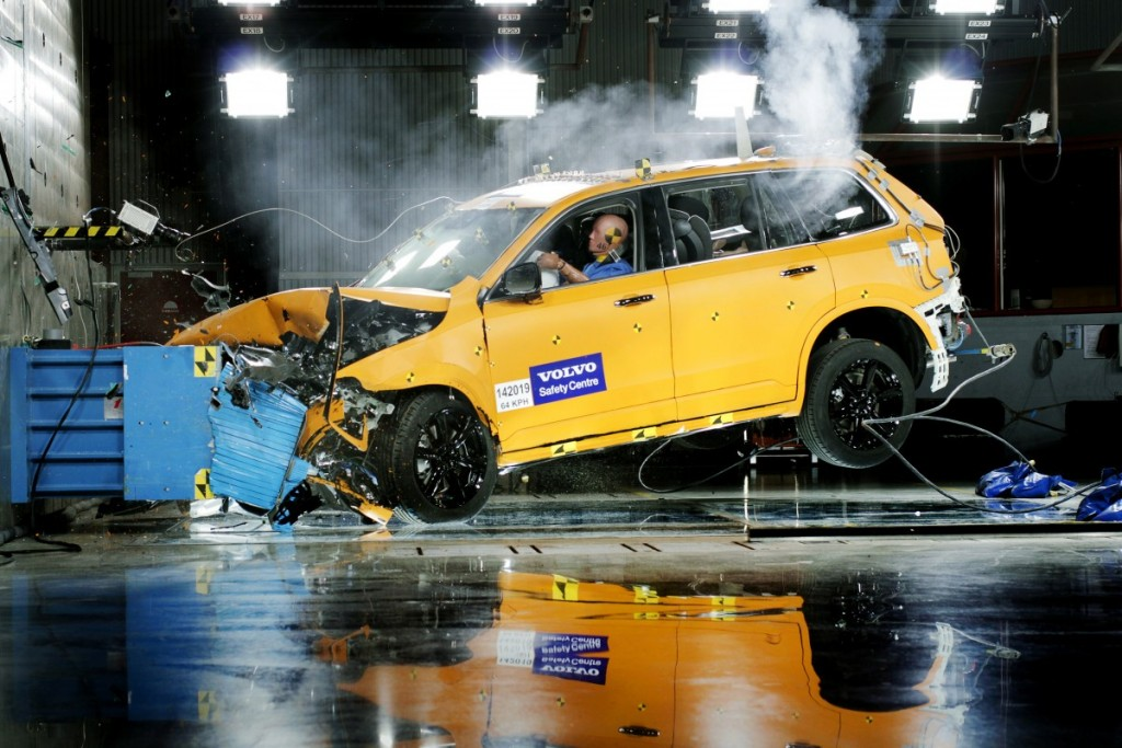 The_all_new_Volvo_XC90_front_offset_crash_test