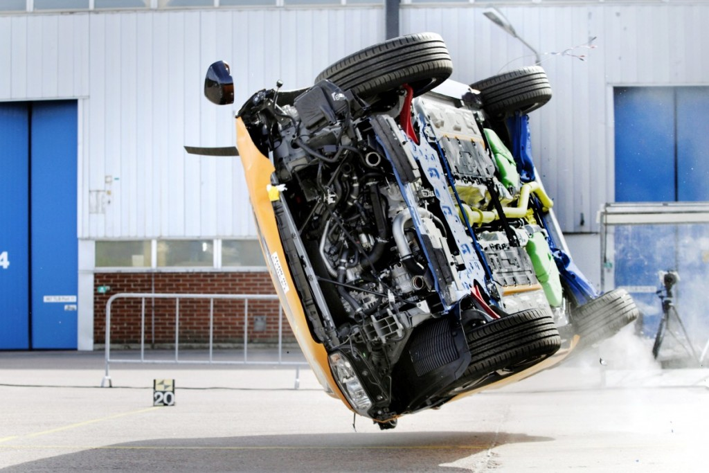The_all_new_Volvo_XC90_rollover_crash_test