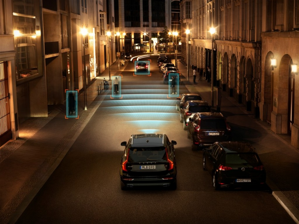 The_all_new_Volvo_XC90_City_Safety_in_darkness
