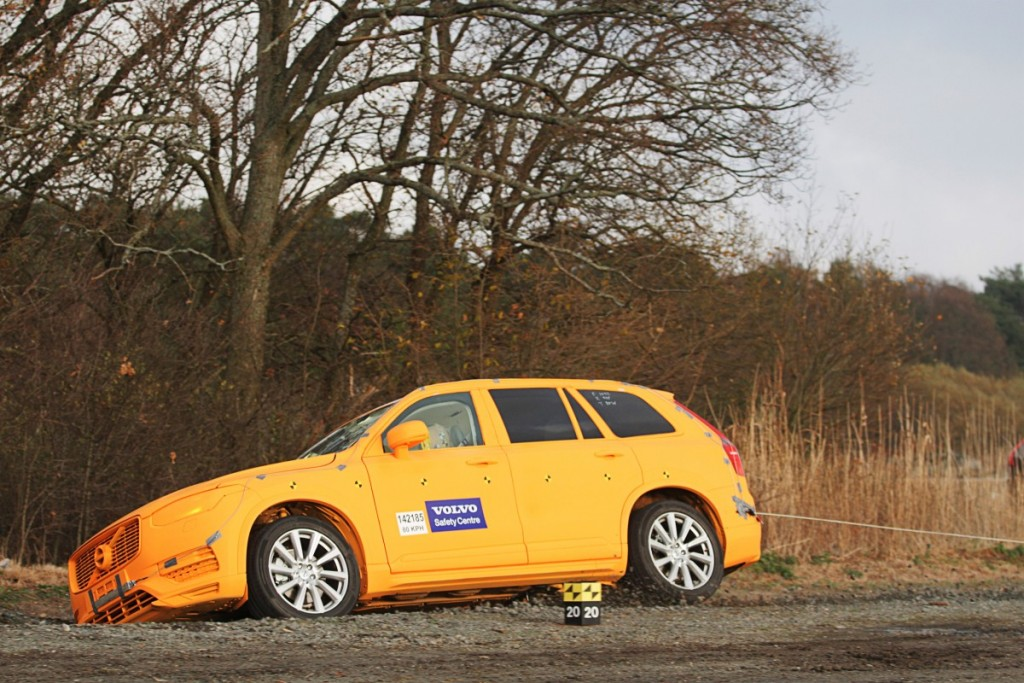 154749_Volvo_XC90_crash_test