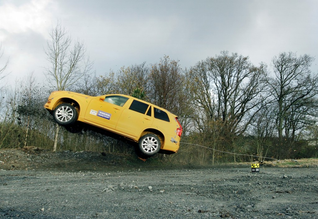 154752_Volvo_XC90_crash_test