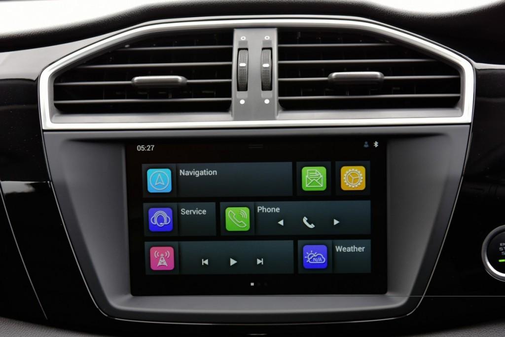 2016 MG GS interior driveautoblog Testdrive (3)