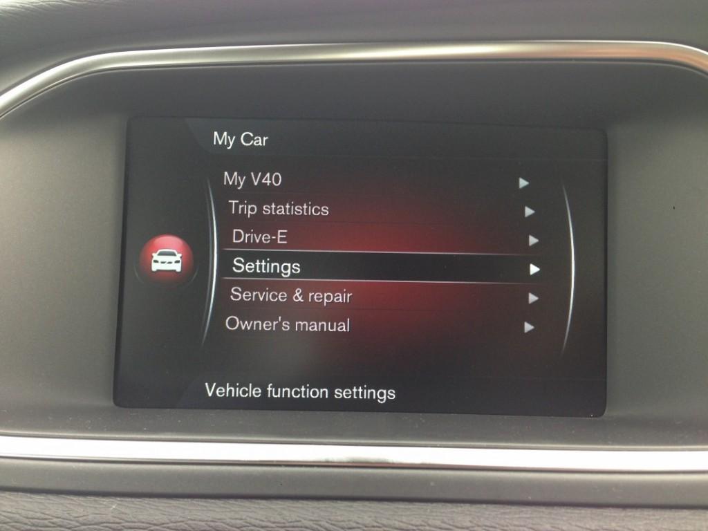 2016 Volvo V40 Cross Country (4)