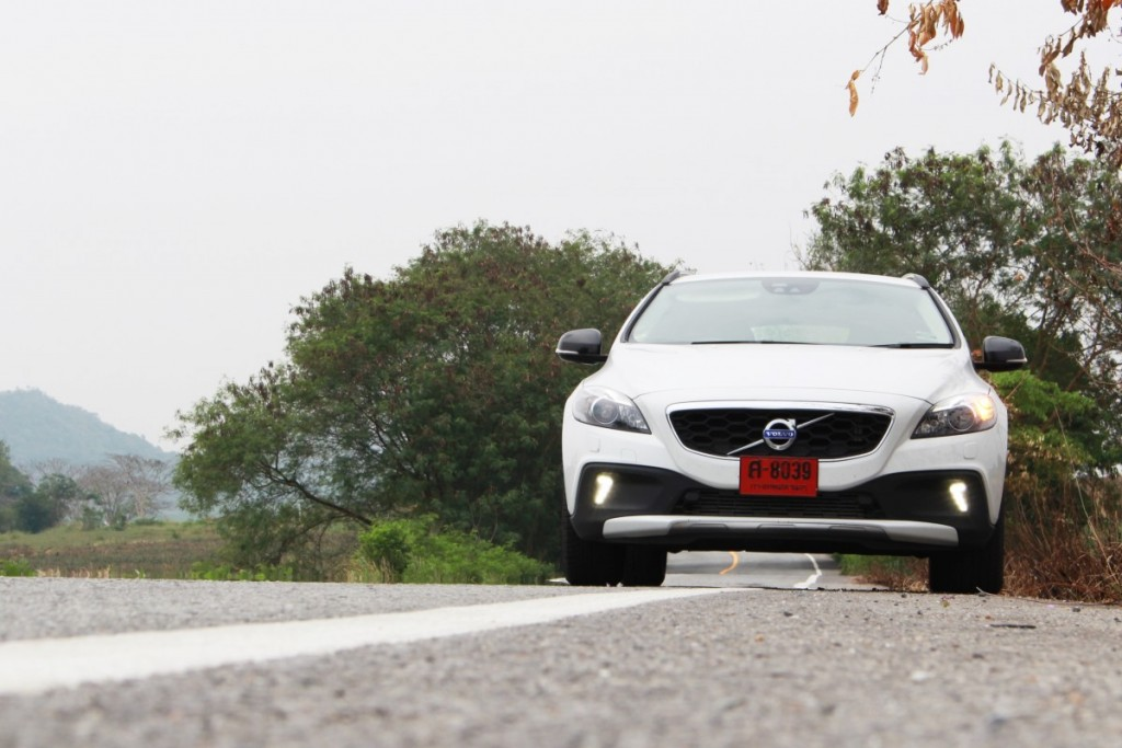 2016 Volvo V40 Cross Country D4 (3)