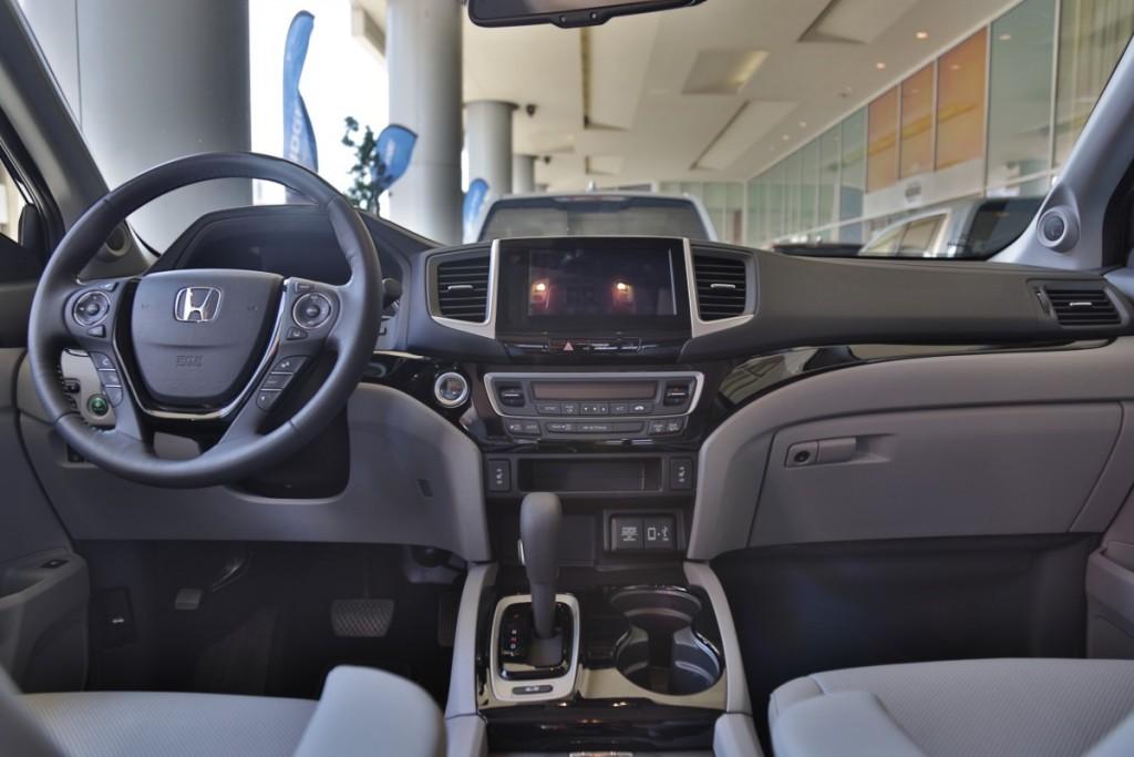 2017 Honda Ridgeline (2)