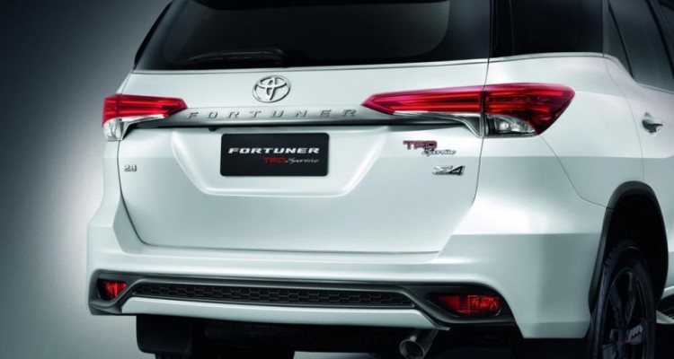 2016 Toyota Fortuner TRD Sportivo (1)