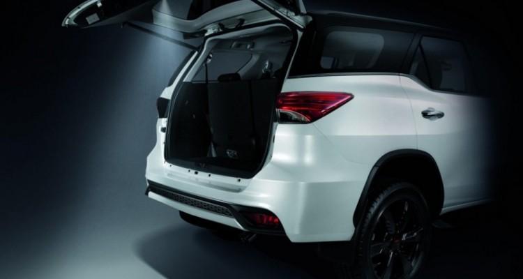 2016 Toyota Fortuner TRD Sportivo (5)-