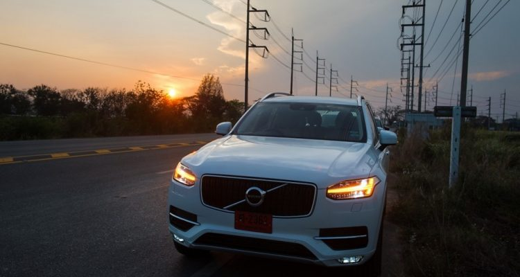 Volvo XC90 5D AWD Momentum review (2)