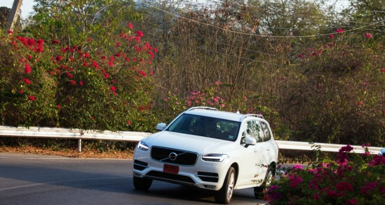 Volvo XC90 5D AWD Momentum review (4)